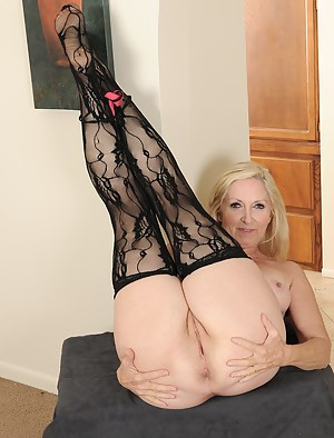 Best Mature Spread Ass Porn Pictures