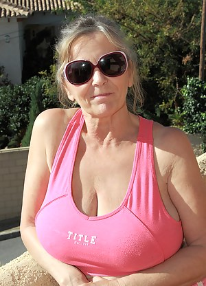 Best Busty Mature Porn Pictures