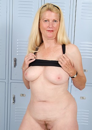 Best Mature Locker Room Porn Pictures