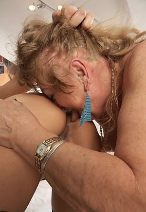 Best Mature Lezdom Porn Pictures